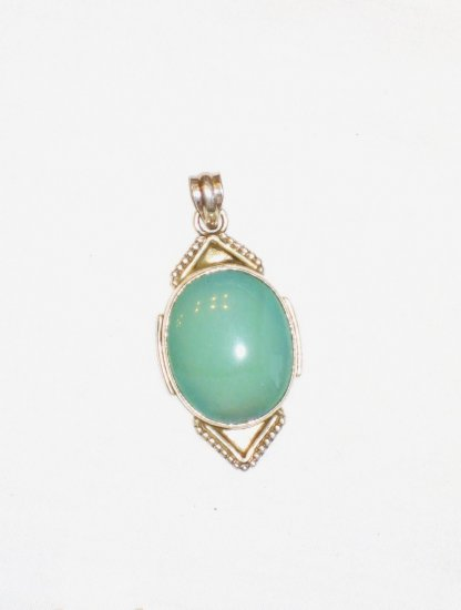 PN088       Chalcedony Pendant in Sterling Silver