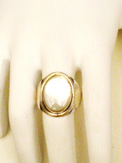 RG010       Mother of Pearl Ring in Sterling Silver, Size 9