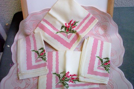SOLD! 4 Vintage Cloth Napkins pink & White Pink and Cranberries  FREE SHIPPING!