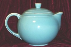 Vernon Kilns Blue Tea Pot / Teapot FREE SHIPPING!