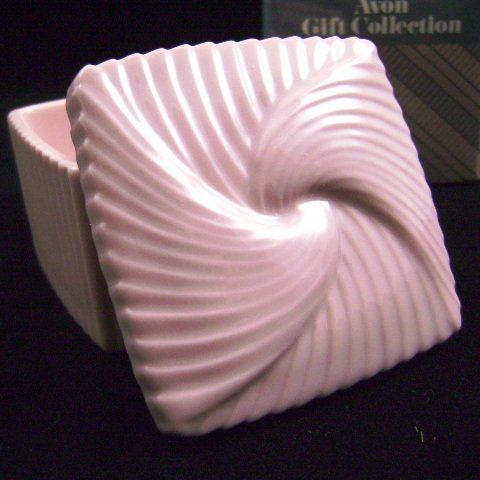 1985 Avon Fluted Porcelain Trinket Box in Dusty Pink