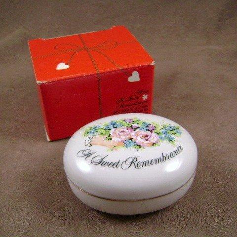 1982 Avon A Sweet Remembrance Valentine Trinket Box