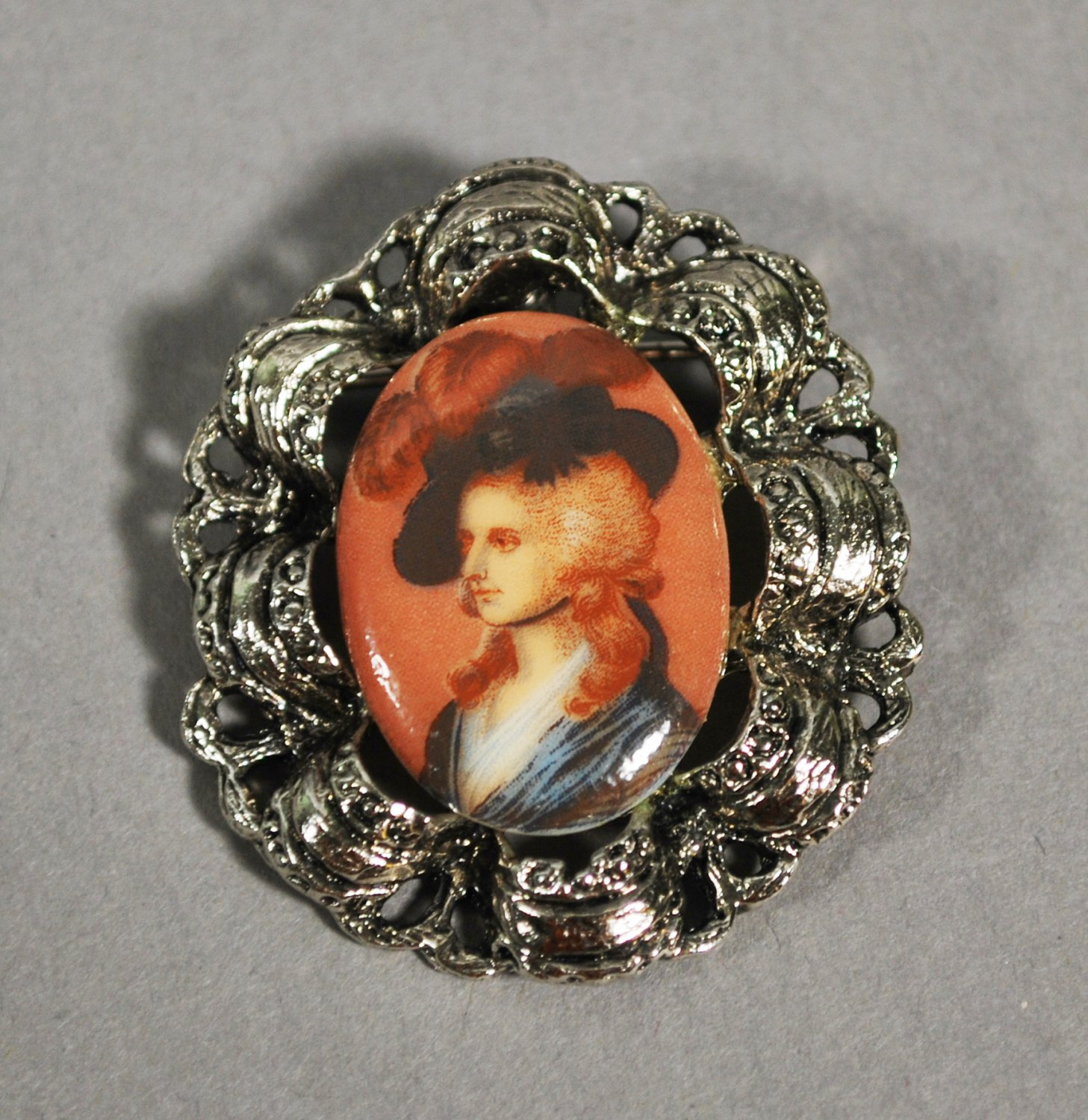 Vintage Brooch 17th Century Male Plume Hat in Silvertone Ribbon Metal Setting