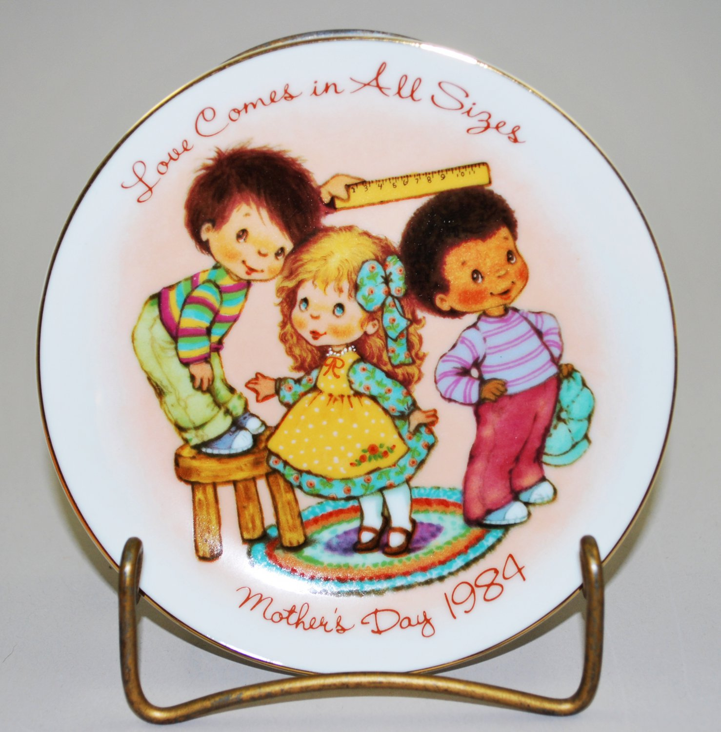 Avon 1984 Mother's Day Plate Love Comes In All Sizes