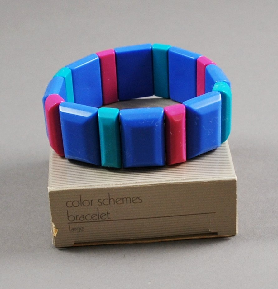 1986 Avon Color Schemes Plastic Stretch Bracelet