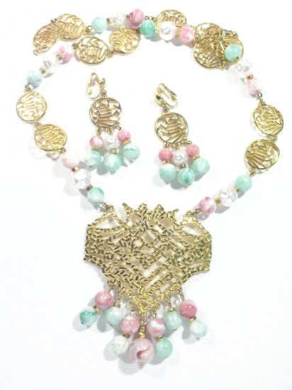 Vtg Acrylic  Plastic Gold Tone Necklace & Earrings Set