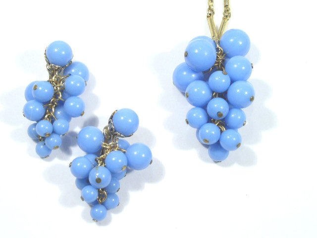 VTG Persian Blue Plastic Grape Necklace & Earrings Demi