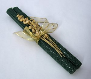 Hand-Rolled Beeswax Christmas Candles in Dark Green - Set of 2 - Long Burning, Honey Scented