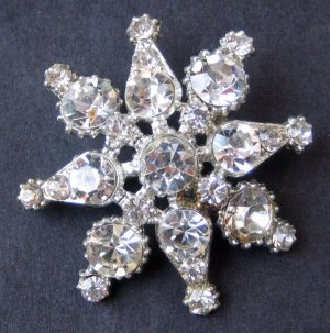 Vintage Snowflake Brooch Pin With 8 Points of Icy Rhinestones - MidCentury Costume Jewelry