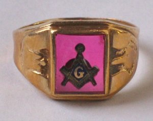 Vintage Masonic Ring - Men's Blue Lodge Ring in 10KT Gold With Red Stone - MidCentury Mason Jewelry