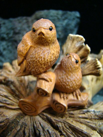 """ SWEET SMALL BIRDS "" MINIATURE CARVING / FIQURINE PEACHTREE WOOD    FREE GIFTS & USA SHIPPING"