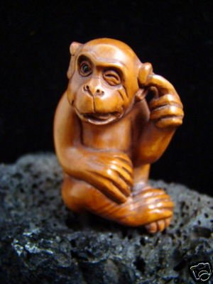 """"""" SILLY MONKEY """"  CARVED PEACH TREE WOOD MINIATURE  2""""  FREE GIFT SILK BAG"""