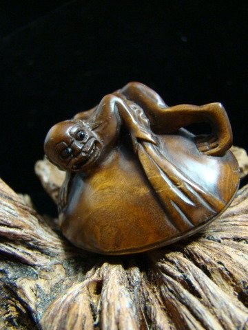 GOLLUM DEMON DEVIL WITCH CARVED WOOD MINIATURE FIGURINE FREE GIFT SILK BAG