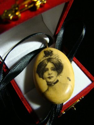 SCRIMSHAW FOSSIL MAMMOTH TUSK IVORY ANTIQUE VICTORIAN LADY PENDANT NECKLACE