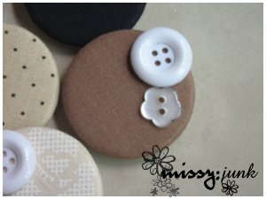 Brown Buttons Brooch/Badge