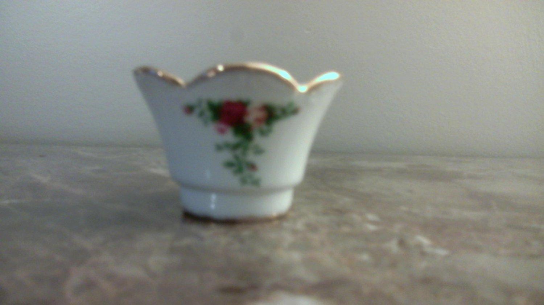 "Royal Albert OLD COUNTRY ROSES BUD FLOWER VASE 2 1/2"" x 4 1/4"""