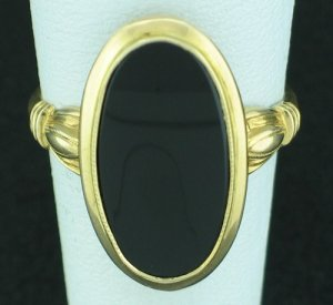 10K Yellow Gold and Black Onyx Vintage Ring Srin2006