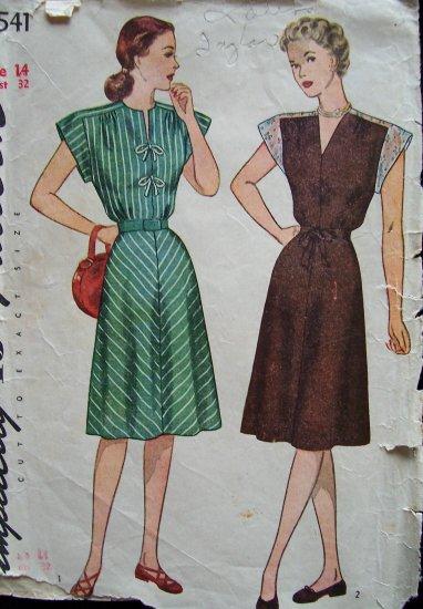 Vintage 1940s Simplicity 1541 Shoulder Yoke Day Dress Pattern Size 14
