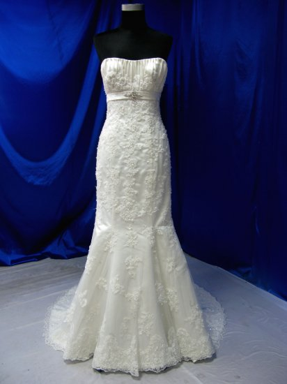 Sexy wedding gown lace Embroidery Strapless evening dress custom make