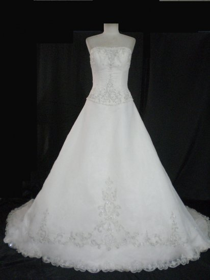 Sexy strapless bodice Artful embellished embroidery lace wedding gown evening address