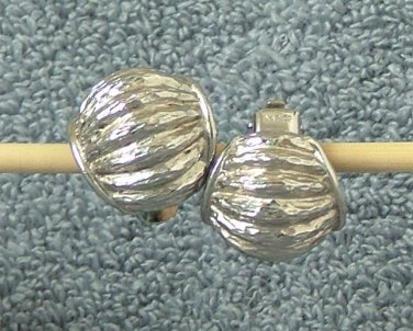 Vintage Napier Silver Tone Textured Ribbed Clip On Earrings