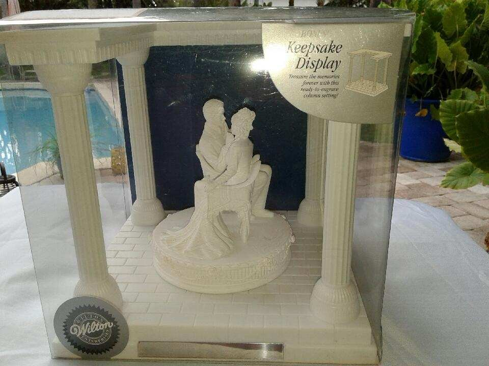 Wilton Forever in Your Eyes Wedding Centerpiece