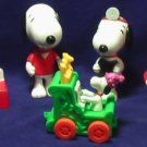 """5 Charlie Brown peanuts Gang Charles Schulz """"Snoopy"""" Burger King toys w/Actions"""