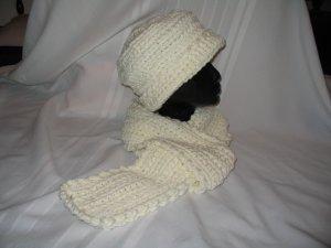 ELEGANT SOFT WHITE HAT & SCARF SET