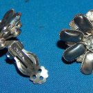 Leru pearlized gray and Rhinestone vintage clip earrings - silvertone