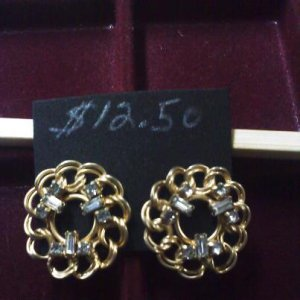 Unsigned vintage rhinestones on goldtone clip earrings