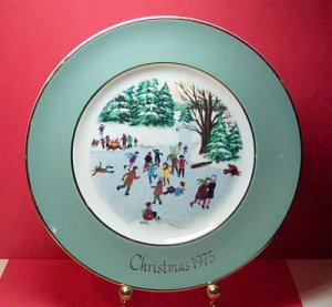 Avon Collectors Plate - 1975 - Skaters on the Pond