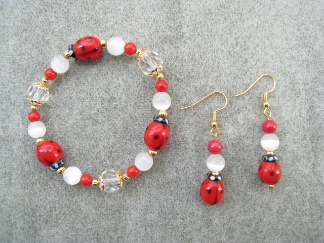Red Ladybug Crystal Glass Beaded Bracelet Ear Ring Set