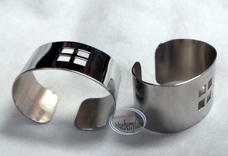 Silvertone Metal Napkin Holder hooks 4 pieces sets ladies women girl