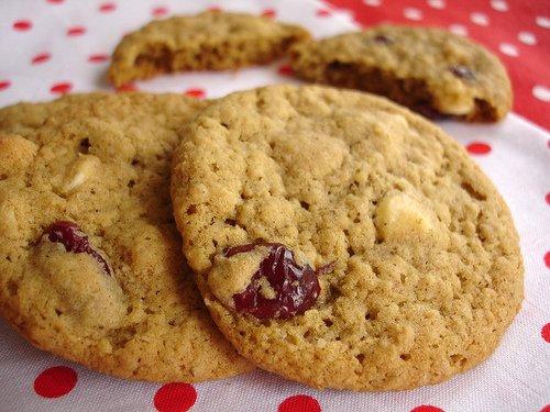 1/2 Dozen (6) Premium Homemade Oatmeal/Cranberry & White Chocolate Chip Cookies