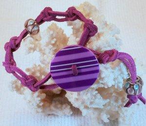 Purple Suede Leather Bracelet.  Check Our Store twodotts.ecrater.com