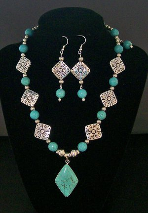 Turquoise & Silver color beaded necklace with pendant & matching ear rings.
