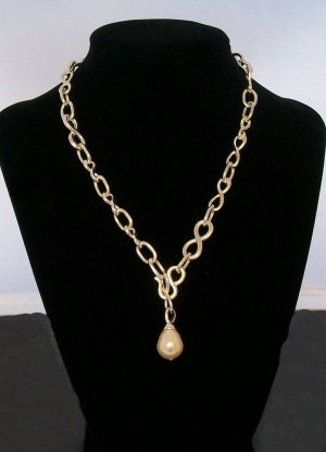Silver color Fashion necklace with pearl accent.  Check our store twodotts.ecrater.com