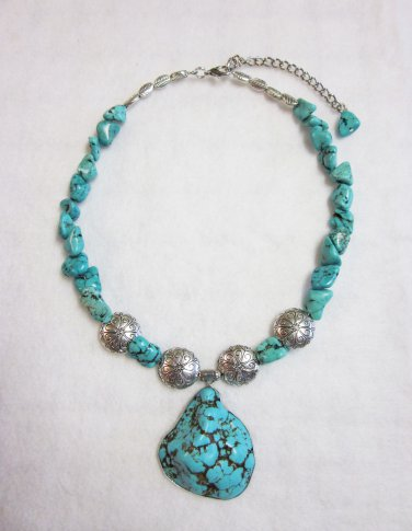Turquoise color beaded necklace with pendant