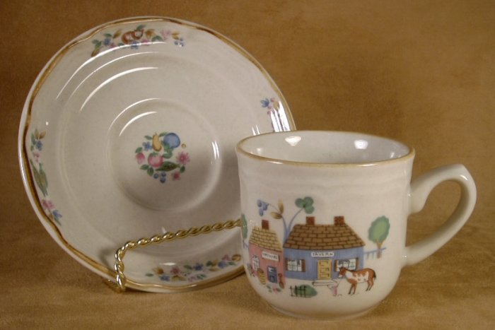 INTERNATIONAL CHINA HEARTLAND VILLAGE CUPS & SAUCERS 4 SETS