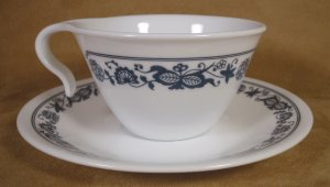 CORELLE OLD TOWN BLUE ONION HOOK HANDLED CUPS & SAUCERS