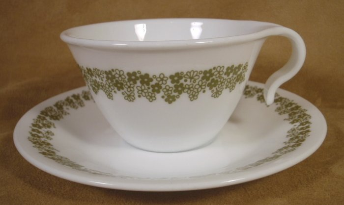 CORELLE CRAZY DAISY HOOK HANDLED CUPS & SAUCERS