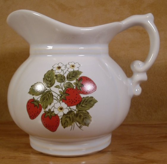 MCCOY STRAWBERRY FIELDS COUNTRY MED. PITCHER USA #7528?