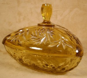 VINTAGE AVON GOLDEN AMBER GLASS PINWHEEL COVERED BOX
