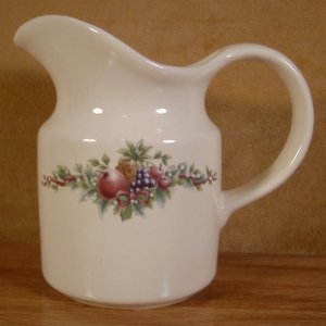 PFALTZGRAFF HOLLY JOY CHRISTMAS CREAM OR SYRUP PITCHER