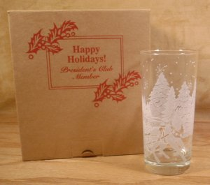 AVON 1995 PRES CLUB HOLIDAY GIFT EMBOSSED TUMBLERS *NIB