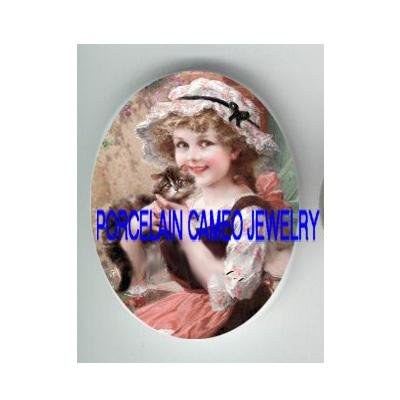 VICTORIAN PINK HAT GIRL KISSING KITTY CAT * UNSET CAMEO PORCELAIN CAB 18X25MM