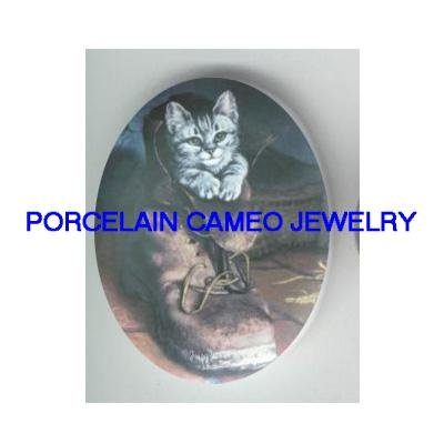VICTORIAN GREY KITTY CAT IN BOOT* UNSET CAMEO PORCELAIN CAB