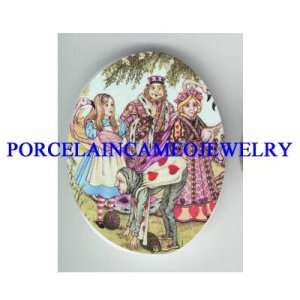 *ALICE IN WONDERLAND WITH QUEEN* UNSET CAMEO PORCELAIN