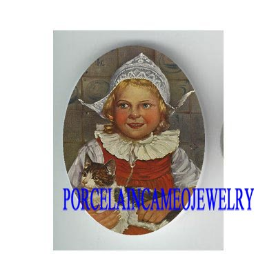 VICTORIAN DUTCH HAT GIRL HOLD KITTY CAT * UNSET PORCELAIN CAMEO CAB