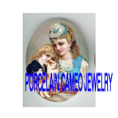 VICTORIAN MOM DAUGHTER CUDDLING KITTY CAT * UNSET PORCELAIN CAMEO CAB